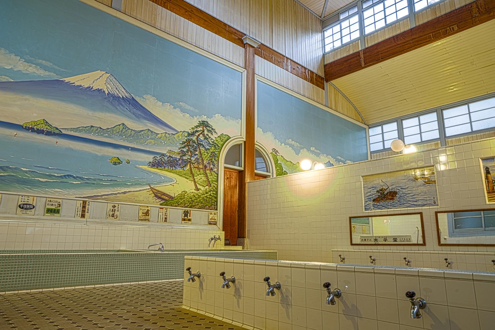 子宝湯、浴場のHDR写真