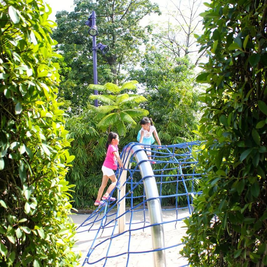 Adventures of Hazel & Rachel: Children\'s Garden @ Gardens by the Bay