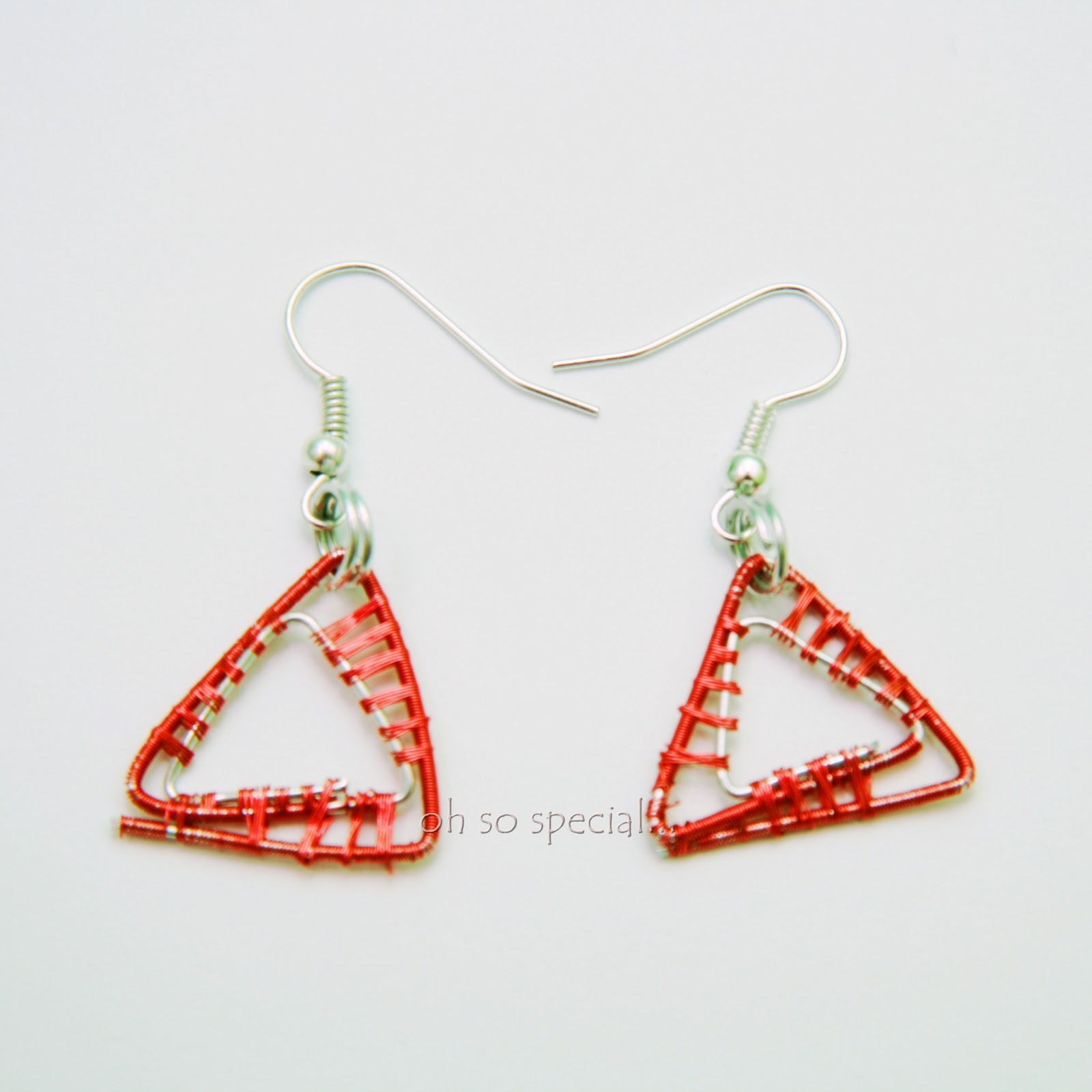 czerwone trójkąty- kolczyki