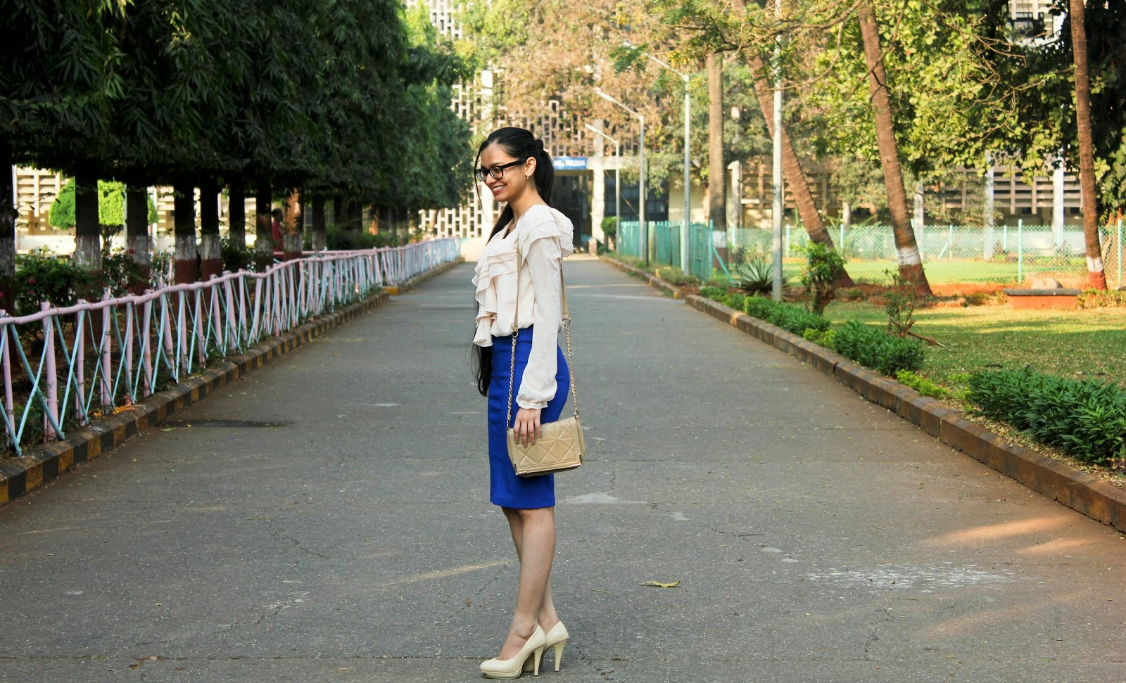 mumbai fashion blogger, how to wear ruffles to work, what to wear to office, mumbai streetstyle, fashion blogger, how to wear frills, what to wear to work, workwear, how to wear a skirt, mumbai