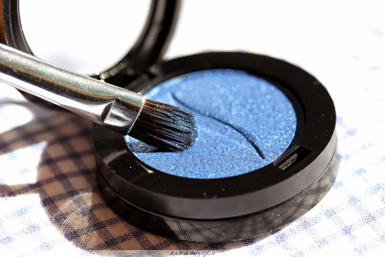 http://lesquatrefersenlair.blogspot.com/2014/08/jose-le-maquillage-bleu.html