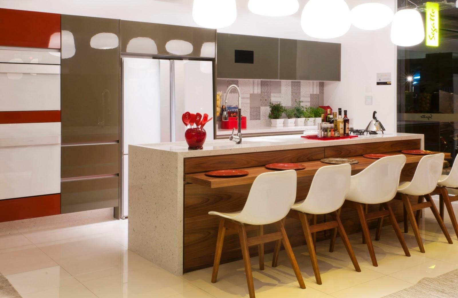 #AB2A20 para pratos faqueiros outros utensílios bem organizados dentro de  1600x1042 px Balcao Mesa Para Cozinha Americana #1143 imagens