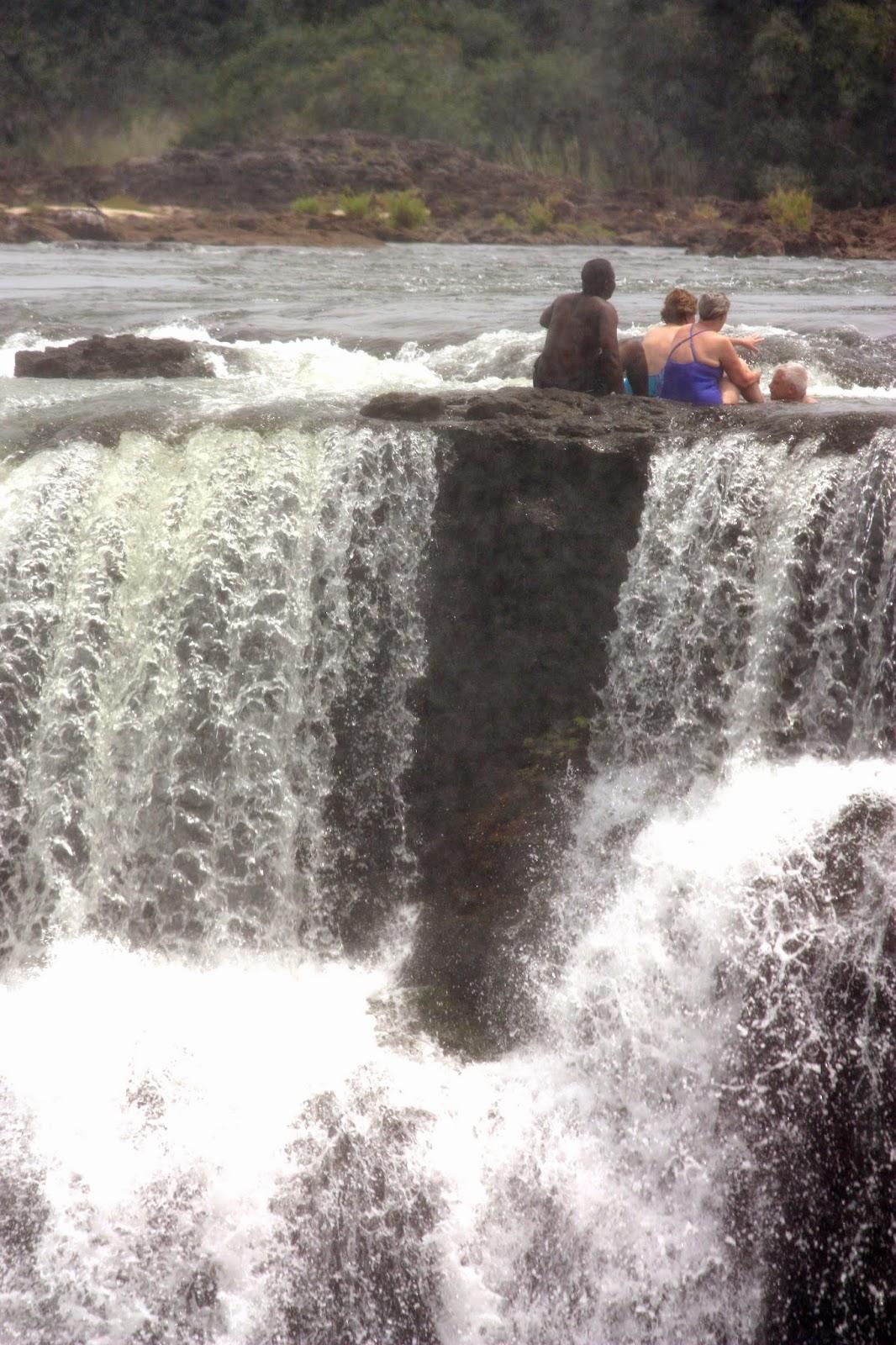 Blog de viajes viajar y aprender cataratas victoria en for La piscina del diablo en las cataratas victoria