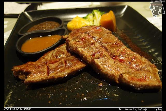 2013-05-09虎尾陶板屋 主食:洋蔥炙烤牛肉。(七分熟)