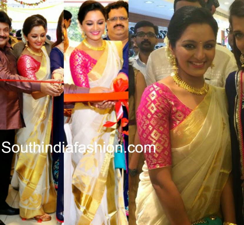 Manju Warrier in Traditional Saree - South India Fashion