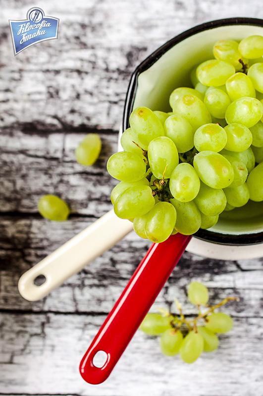 Sałatka z winogronem i orzechami przepis