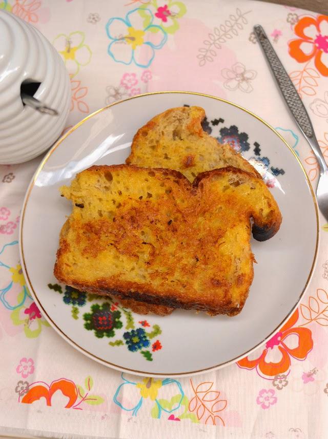 Eggless French Toast (with Custard powder)