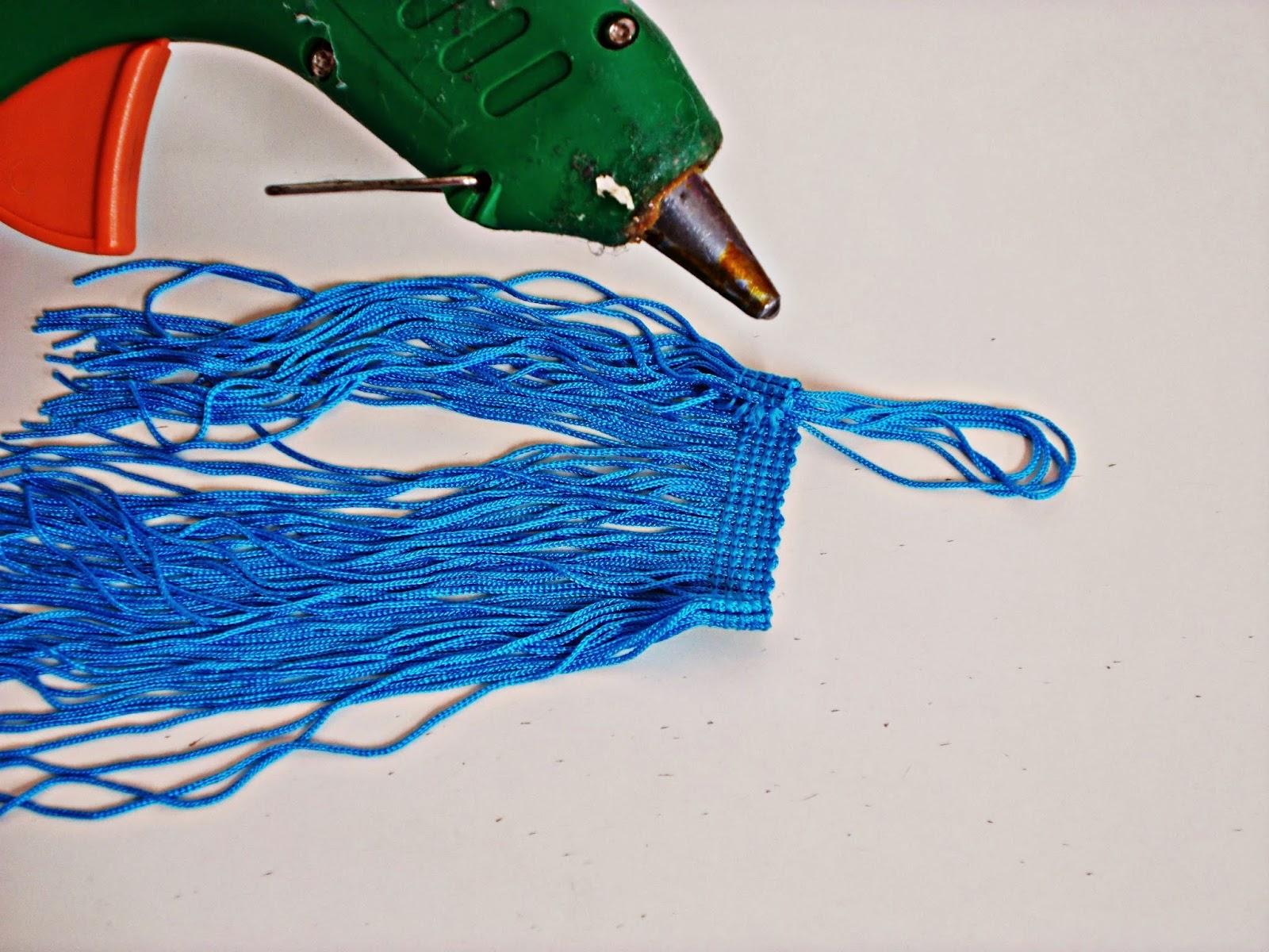 DIY-costura-reciclar-costumizar-vaquero-cargador-móvil-5