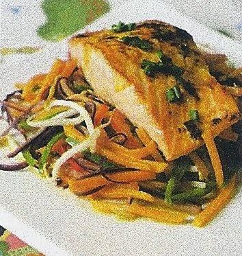 salmon con vegetales al wok