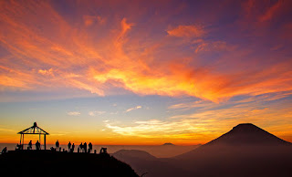 Bukit Sikunir Golden Sunrise