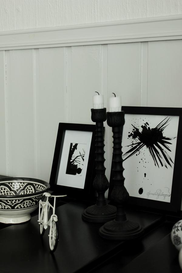 vit miniatyrcykel, cykel som dekoration, tavlor i svartvitt, svarta och vita tavlor, handmålade tavlor, tavlor i köket, inredning i svart och vitt
