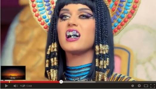 Katy Perry gigit liontin lafaz Allah - ROL/Youtube