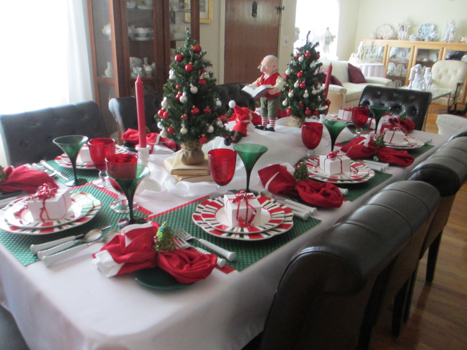 bright and cheery this table captures the spirit of a fun christmas - Twas The Night Before Christmas Decorating Ideas