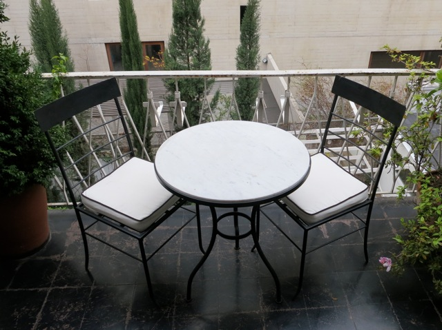 Muebles andrea schoennenbeck juego terraza fierro con for Muebles terraza fierro