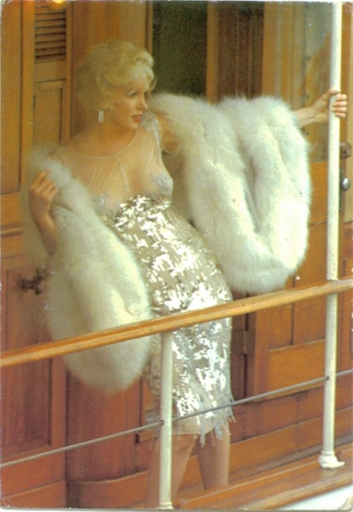Marilyn Monroe wears a sexy gold dress in Some Like It Hot