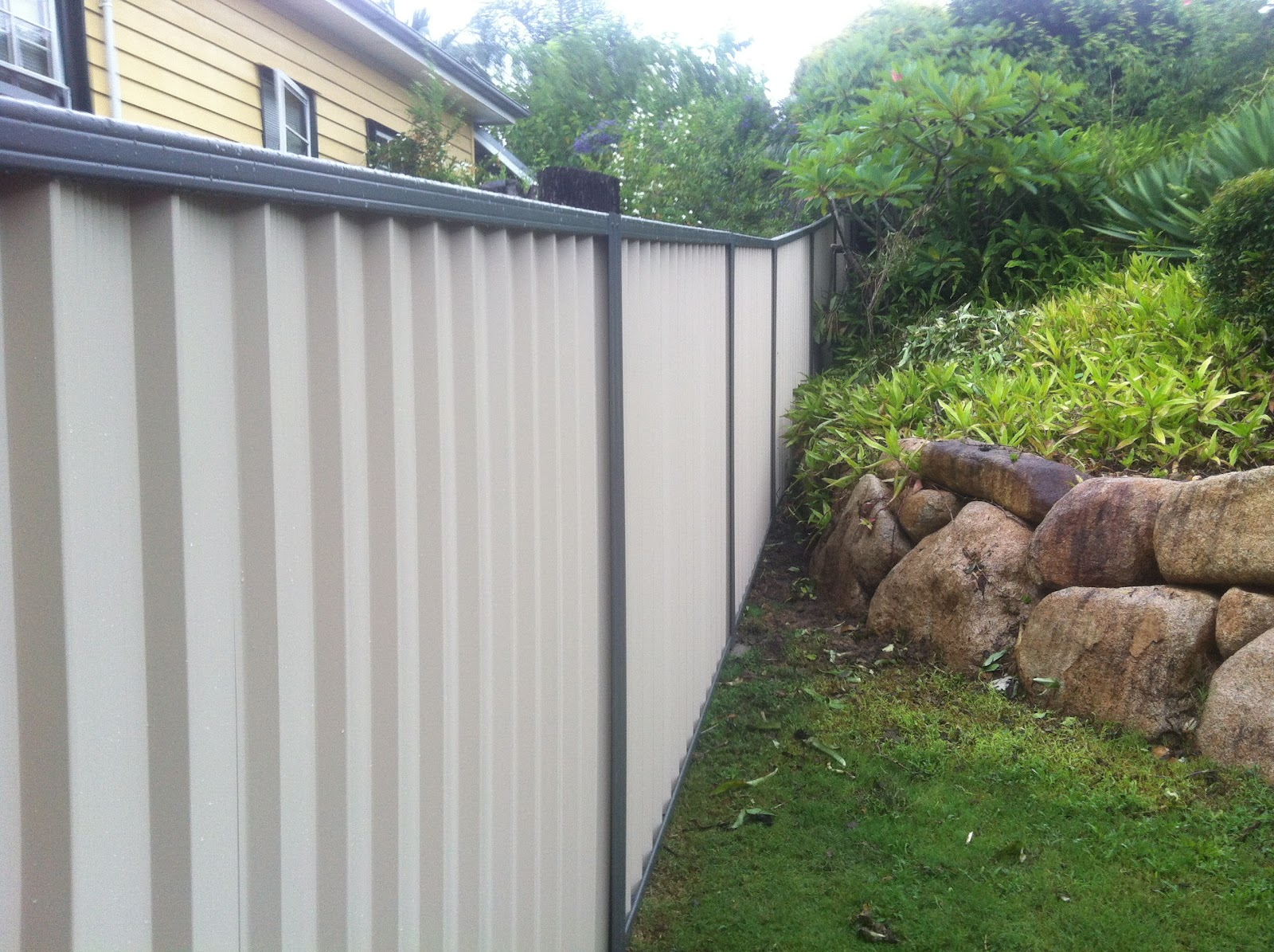 Collinson fencing colorbond fencing manly queensland for Terrace fence