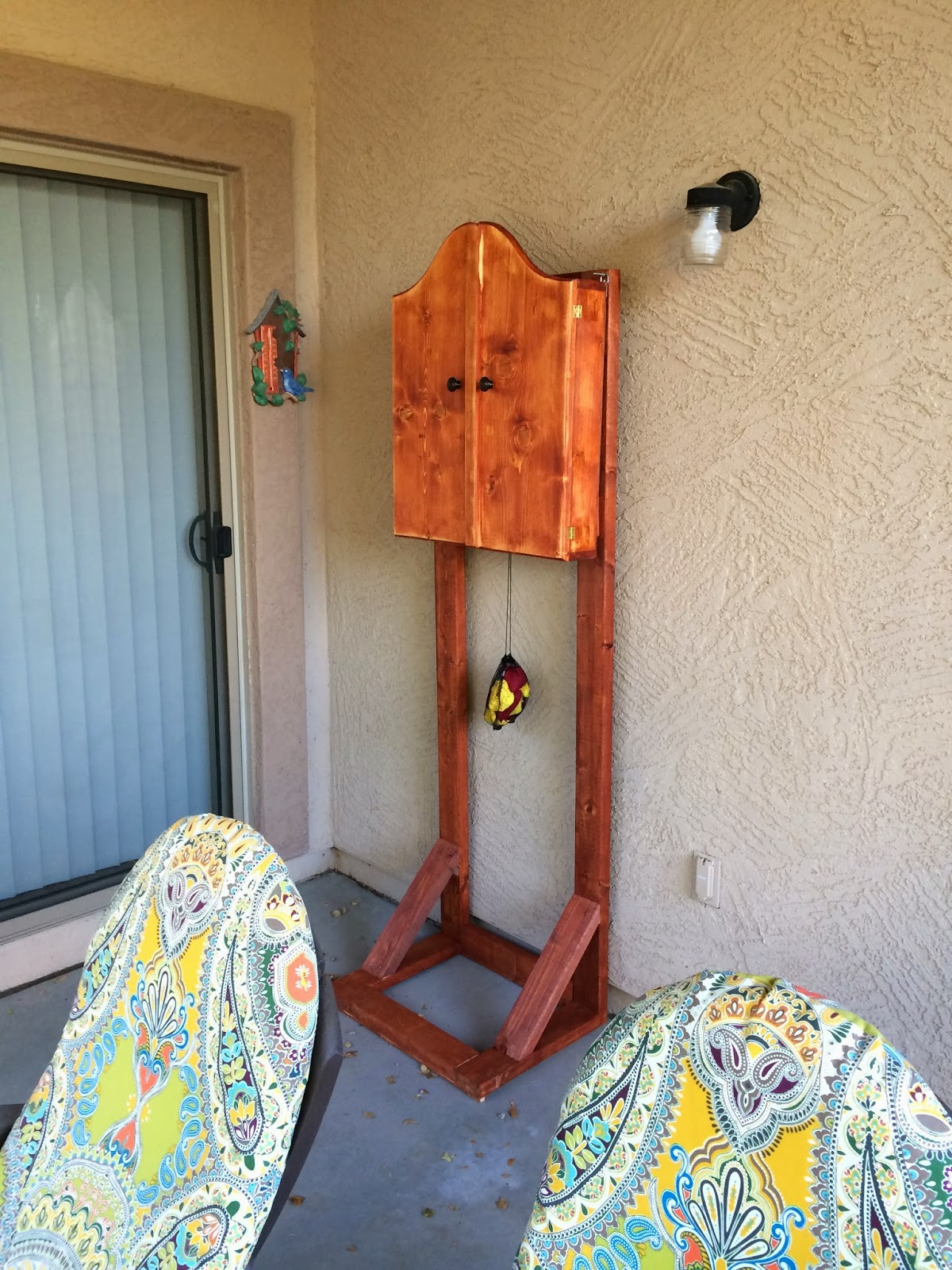 When the stand was completely dry, I attached the dartboard cabinet and put  it in place on my patio.
