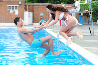 Lucy Mecklenburgh and Joey Essex jumping into the pool