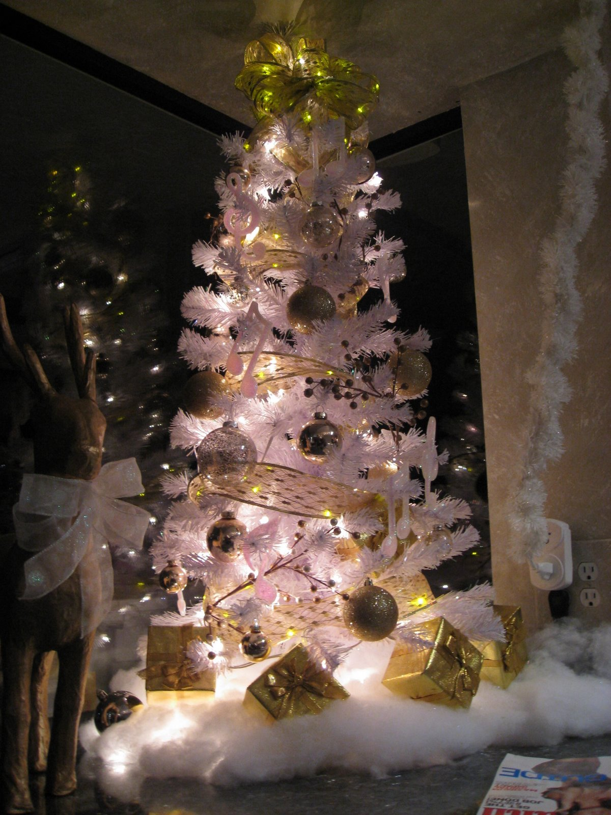 Copeland christmas blog gnome christmas tree for White silver and gold christmas tree