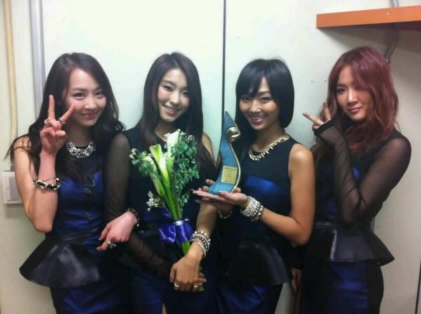 """SISTAR giành được giải """"Singer Award"""" tại """"The 25th Korea PD Awards"""""""