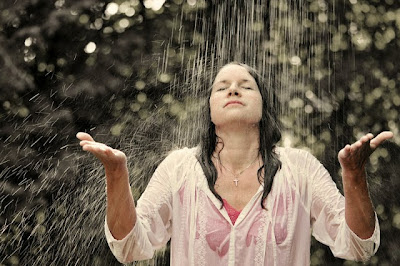 Benarkah Kehujanan Akan Bisa Membuat Kita Sakit ?