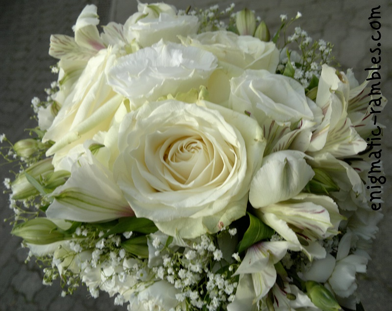 wedding-bouqut-floral-white-roses