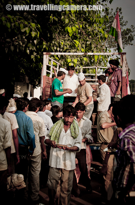 It seems many other organizations were supporting this movement by arranging stuff like food for folks outside Ram Leela Ground... Although I could not figure out the relationship of this anti-corruption movement and trucks outside giving food for folks working around.. I don't think, these people were there to join the movement.. Anyway, feeding someone is not bad at all...
