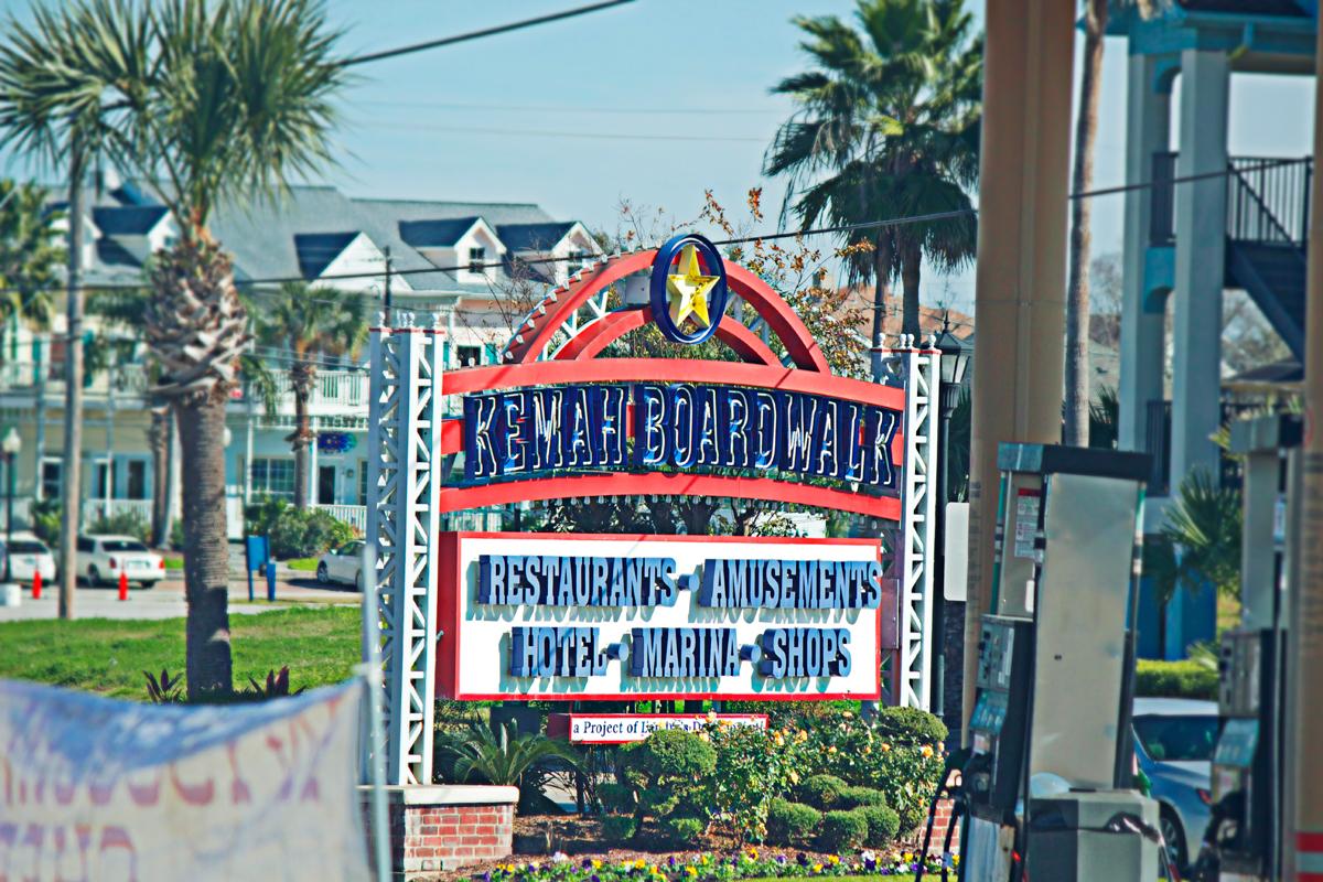 kemah boardwalk entrance