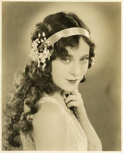 1920s Women's Hairstyles for Long Hair