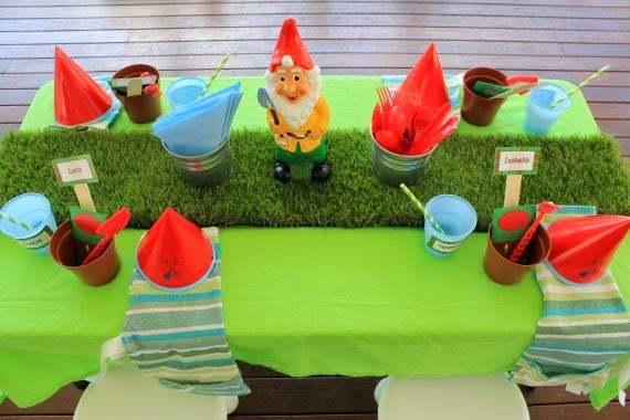 Gardening Themed Party Table for kids - heaps of great gardening party ideas, party food, party invitations, party decorations and recipes for kid's gardening birthday party and lots of other cool party themes. www.lovethatparty.com.au