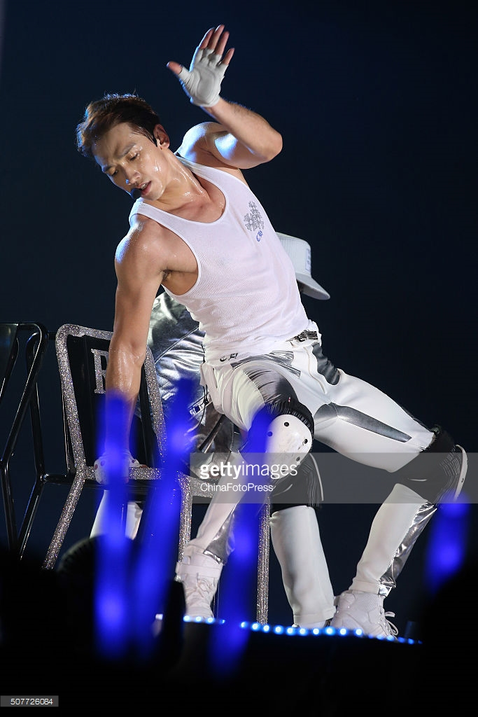 http://4.bp.blogspot.com/-oRHp3QyiiBw/Vq8Jvt0eV8I/AAAAAAABTQ0/ydTezaD_u10/s1600/south-korean-singer-rain-performs-onstage-during-his-concert-the-picture-id507726084.jpg
