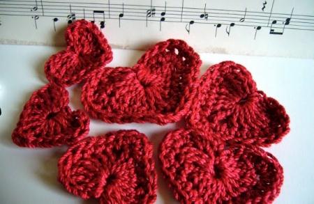 Como fazer corações de crochê