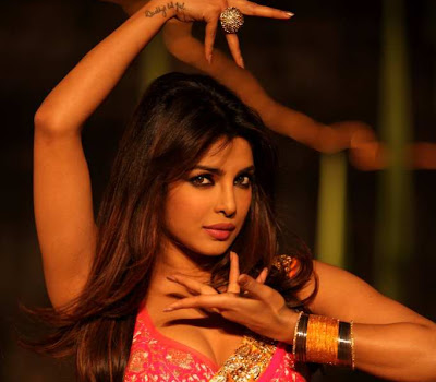 Gorgeous Priyanka chopra dancing stills in thoofan