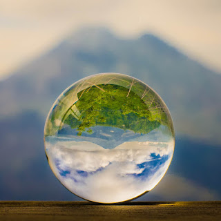 Turning the world upside-down - Geoffrey Dunn - Montanhas