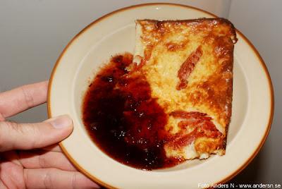 ugnsraggmunk, raggmunk, ugnspannkaka med potatis, pannkaka, med lingon, lingonsylt, fläsk, bacon, foto anders n, tsyfpl