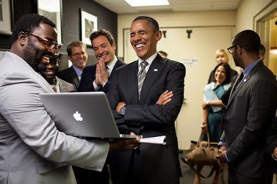 Obama se rie de tus mails