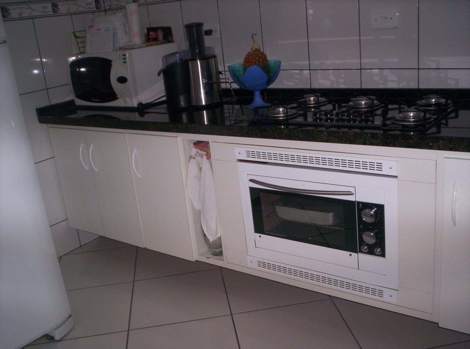 Cozinha com cooktop e forno embutido  siqueira móveis