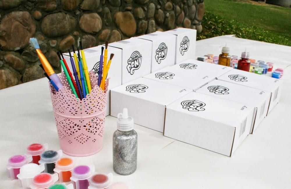 http://4.bp.blogspot.com/-oSP7Rxv1qio/U9Hm97y7oVI/AAAAAAAAFwc/Qcivz1cVmW8/s1600/Painting+Table.jpg