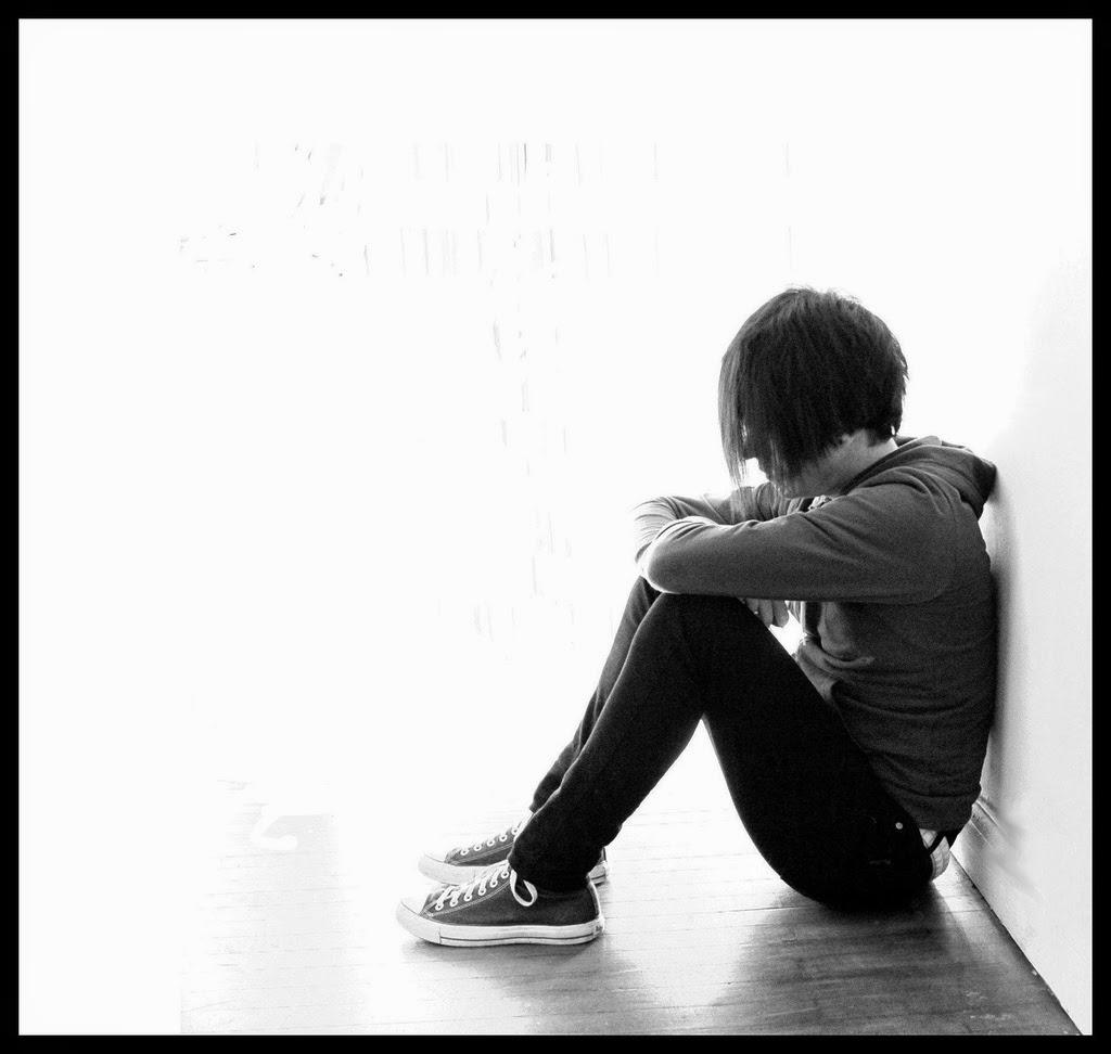 Avatar cô con gái buồn ngồi khóc