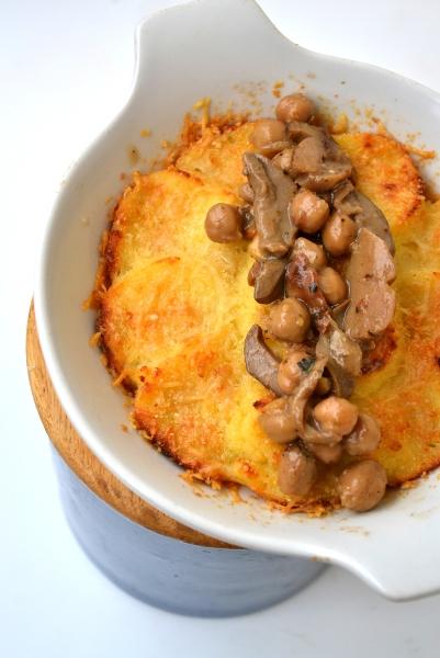 gnocchi di semolino con parmigiano, funghi porcini e ceci