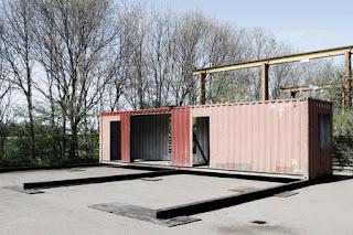 Casa Reciclada, Contenedores de Metal Reutilizados, Sistemas Sostenibles