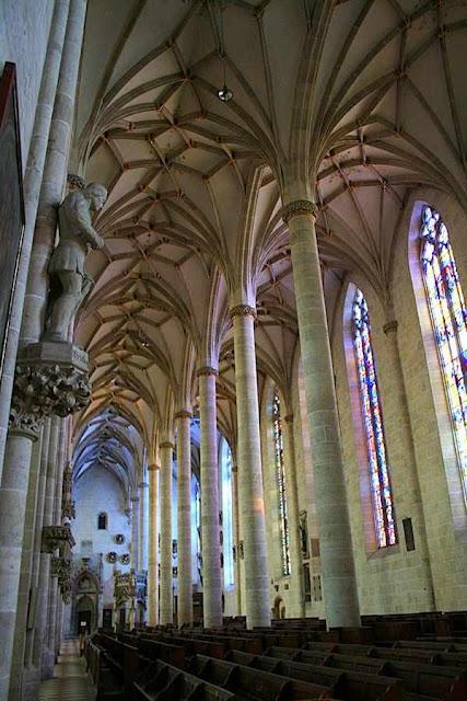 Naves centrais de Ulm, a igreja mais alta do mundo