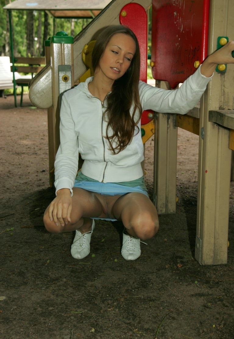 Teen Upskirt in Public Park - Free Porn Videos - YouPorn