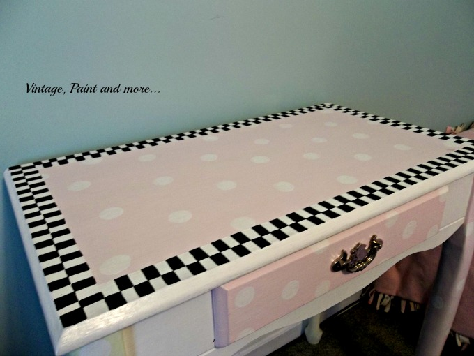 Vintage, Paint and more... polka dot desk, black and white check border desk
