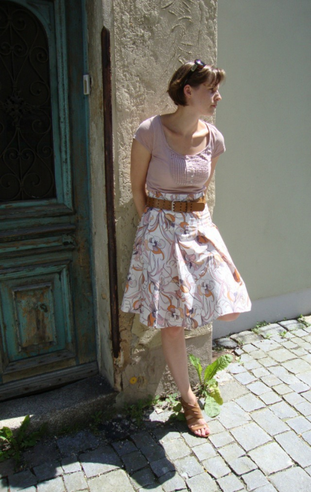 Me-made floral skirt pattern 33 Patrones 292 ... Sewionista.com ... Sewing ... Slow Fashion ... DIY ... Blog