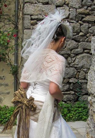 Bruid met gebreide bruidsshawl