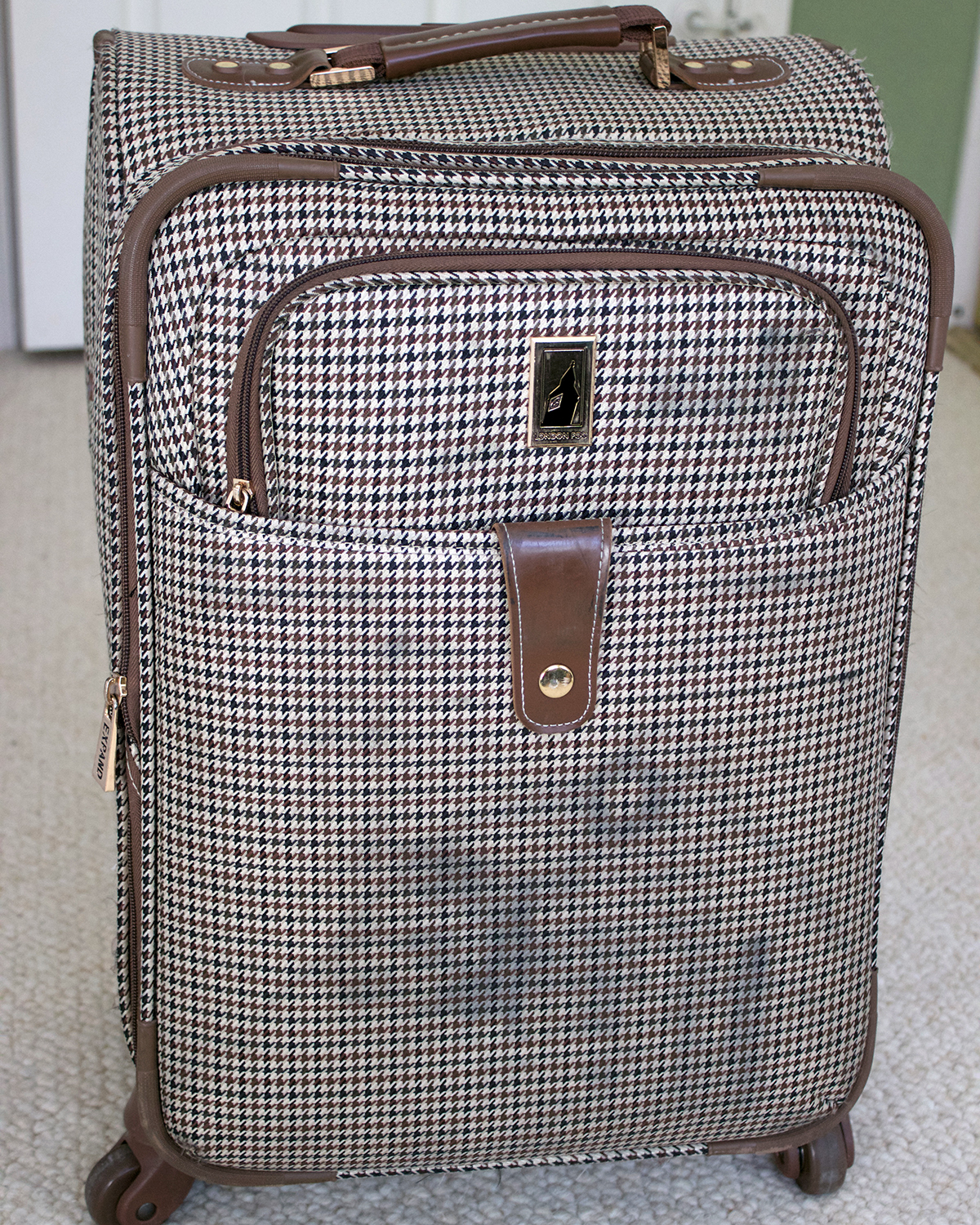 I Have This Carry On Rolling Case That Has {obviously} Seen Better Days.  The Wheels Donu0027t Work That Well Anymore And The Outside Is Quite... Quite  Dirty.