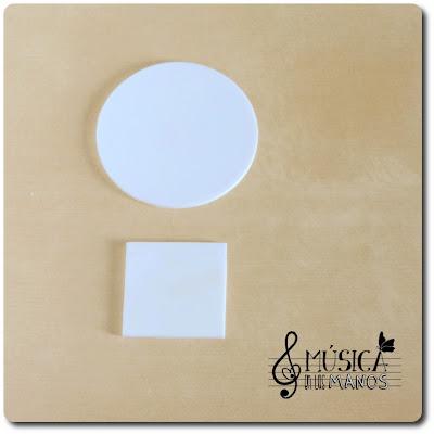 Circulo y cuadrado de plastico blanco