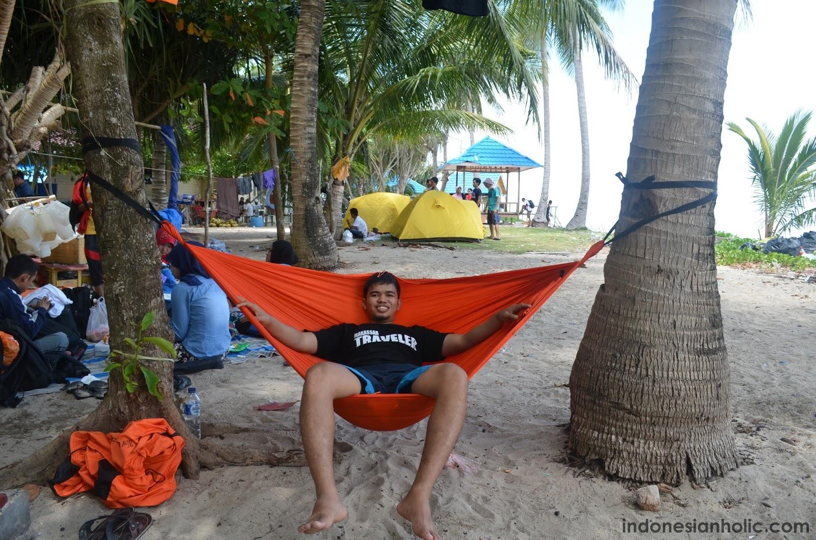 Pasang Hammock di Pulau Beras Basah
