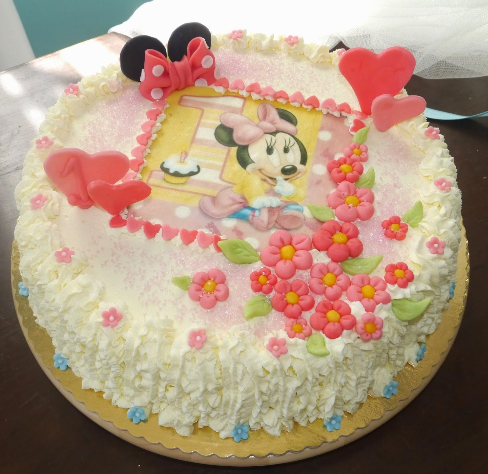 Una torta tradizionale con la panna 1 anno di Asia